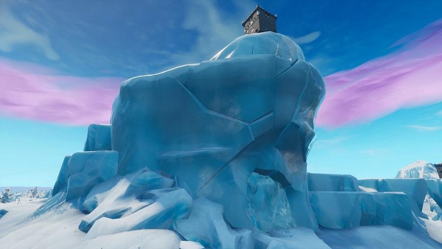 ポーラーピークの氷の中に巨大生物が入ってるらしいぞw