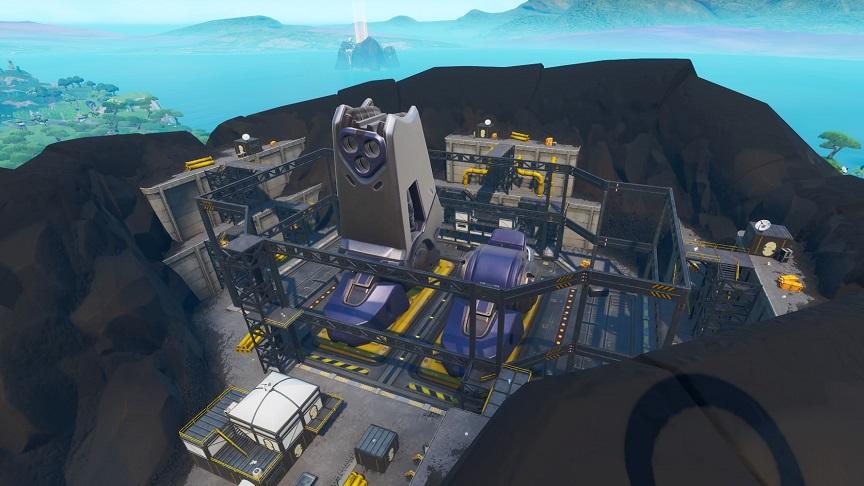 プレッシャープラントで巨大ロボットらしきものが建造中!